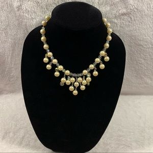 """Jewelry - Vintage faux pearl and bead necklace 17"""" GUC."""